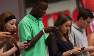 teens-using-mobile-phones